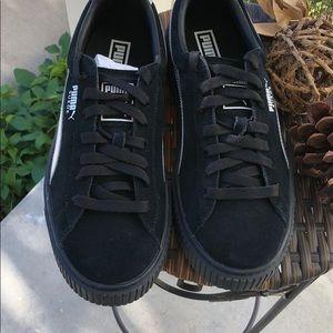 Puma suede tennis shoes